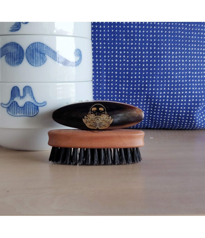 WOOD & HORN MOUSTACHE BRUSH